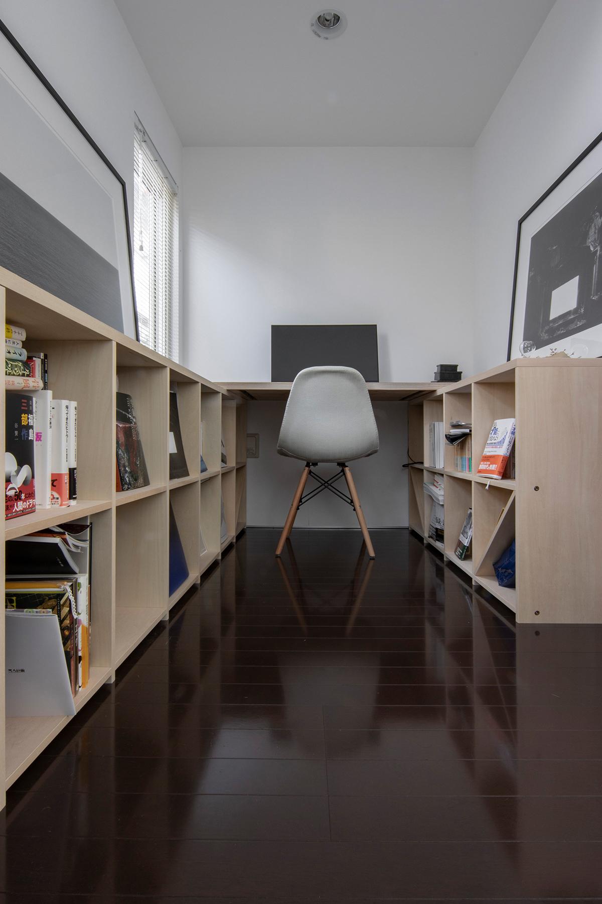 ロータイプの本棚を平行に並べる | 壁一面の本棚 奥行350mm ロータイプ / Shelf (No.13) | マルゲリータ使用例
