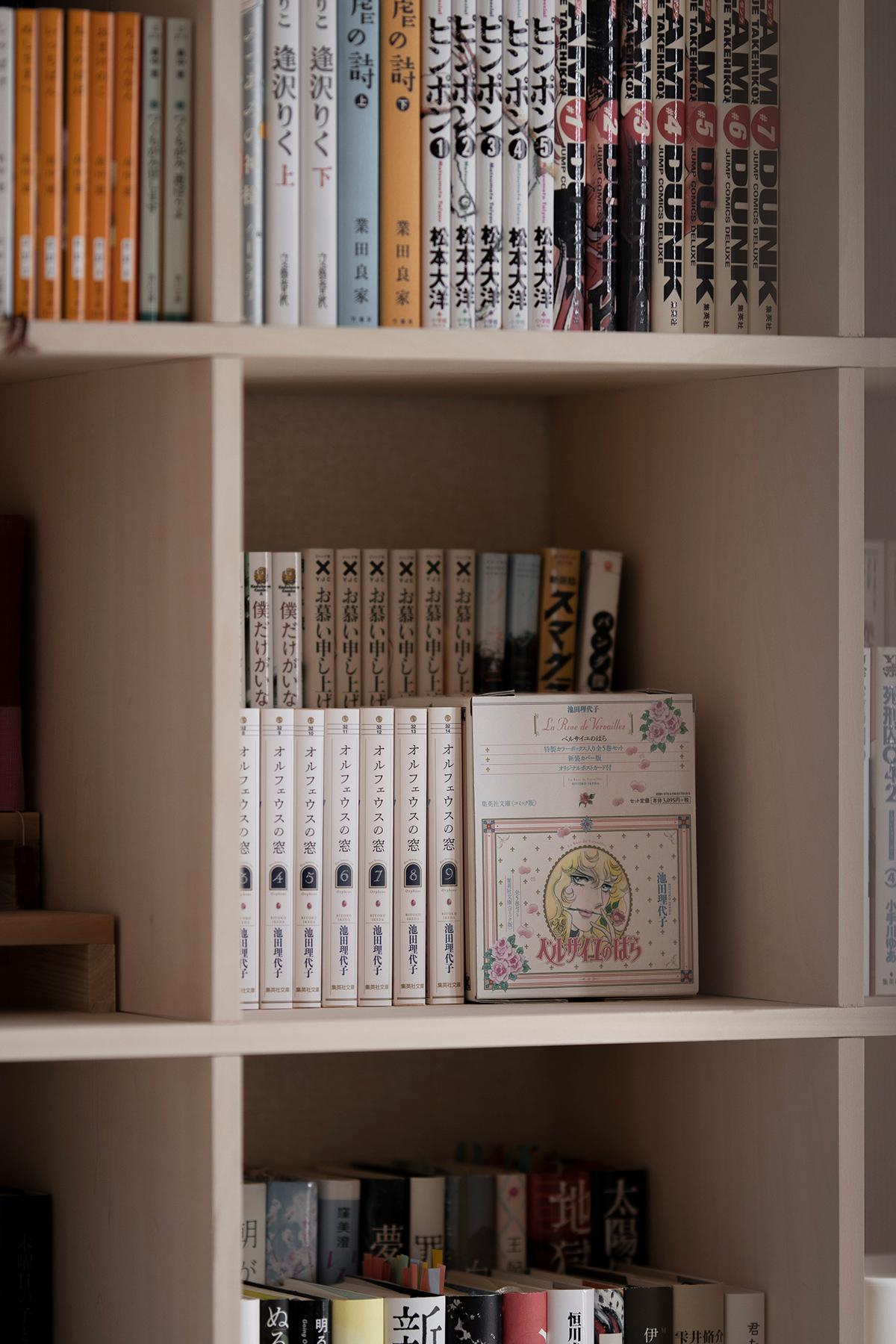 ミニマルな仕事部屋の壁面に   壁一面の本棚 奥行350mm / Shelf (No.113)   マルゲリータ使用例