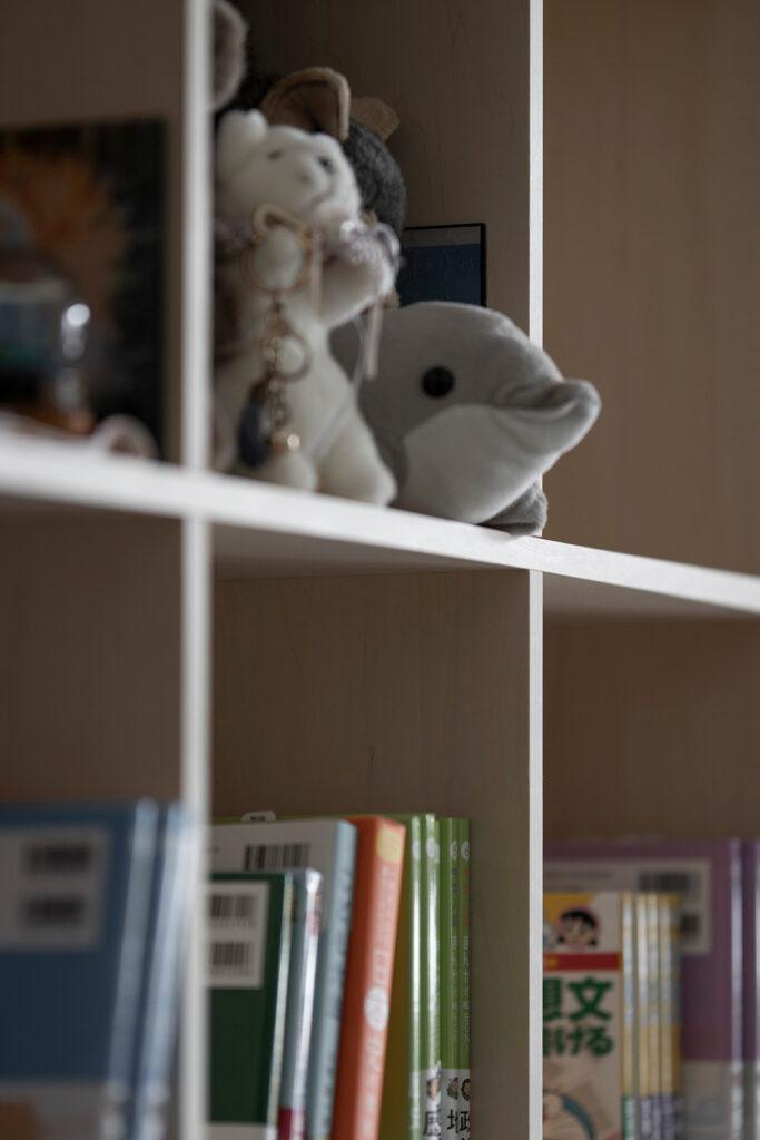 子供部屋の壁面に | 壁一面の本棚 奥行350mm / Shelf (No.116) | マルゲリータ使用例