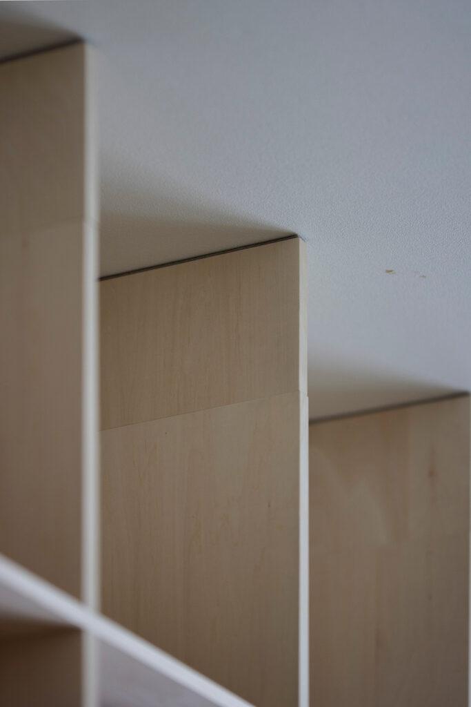 本棚の高さを調節する | 壁一面の本棚 奥行350mm / Shelf (No.116)続き | マルゲリータ使用例