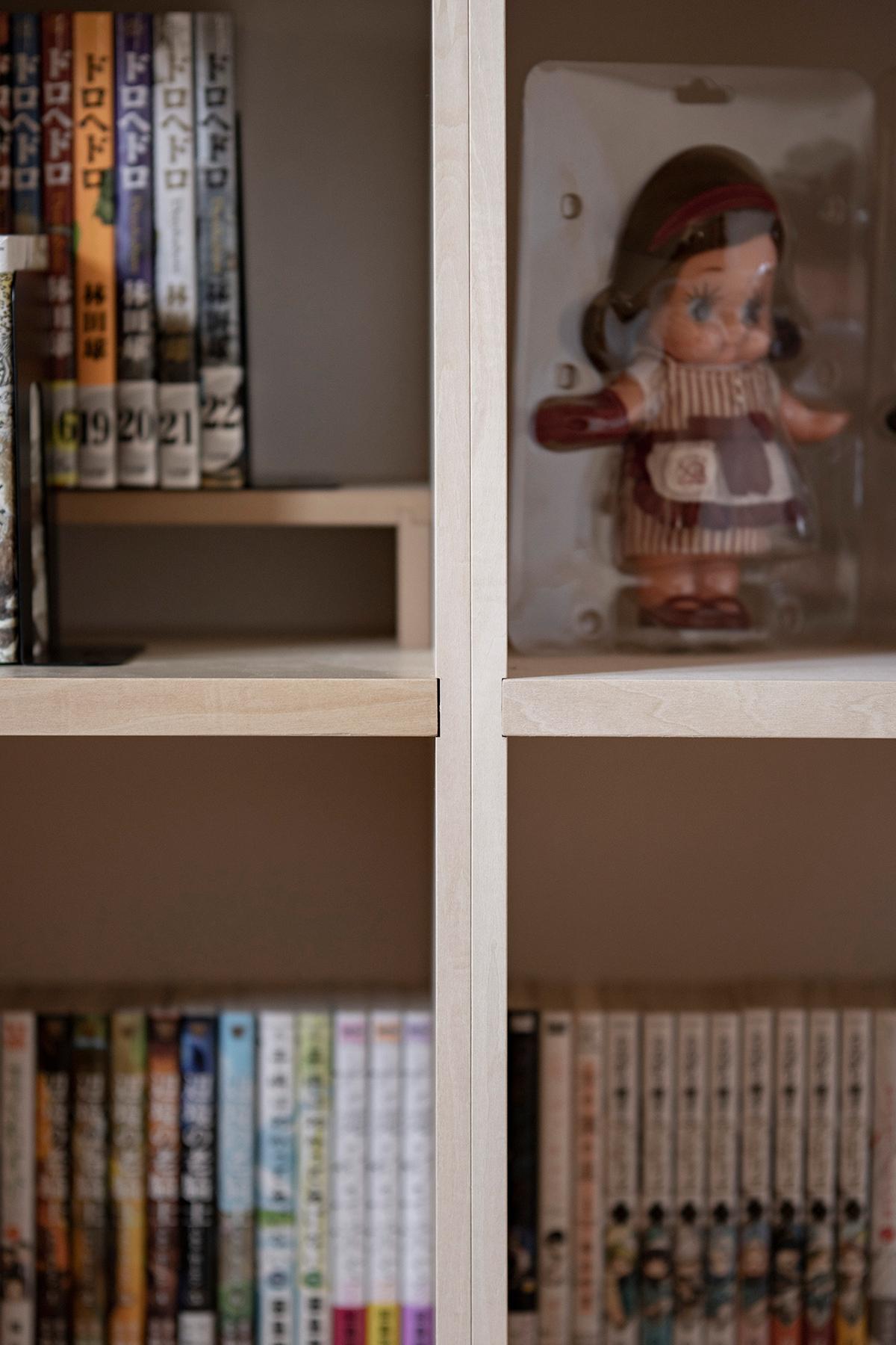 アニメーターの若いご夫婦の書斎に | デスク付き本棚 / Shelf (No.11) | マルゲリータ使用例
