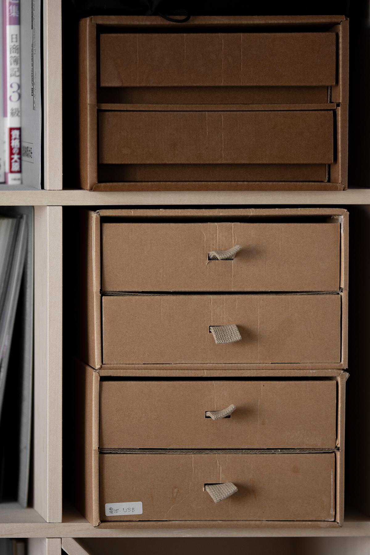アイランド型のデスクから見渡せる壁一面の本棚 | 壁一面の本棚 奥行250mm / Shelf (No.80) | マルゲリータ使用例