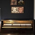 ピアノ、アンティークオーディオに寄り添うように | レコードジャケットフレーム / FRAME (No.03) | マルゲリータ使用例