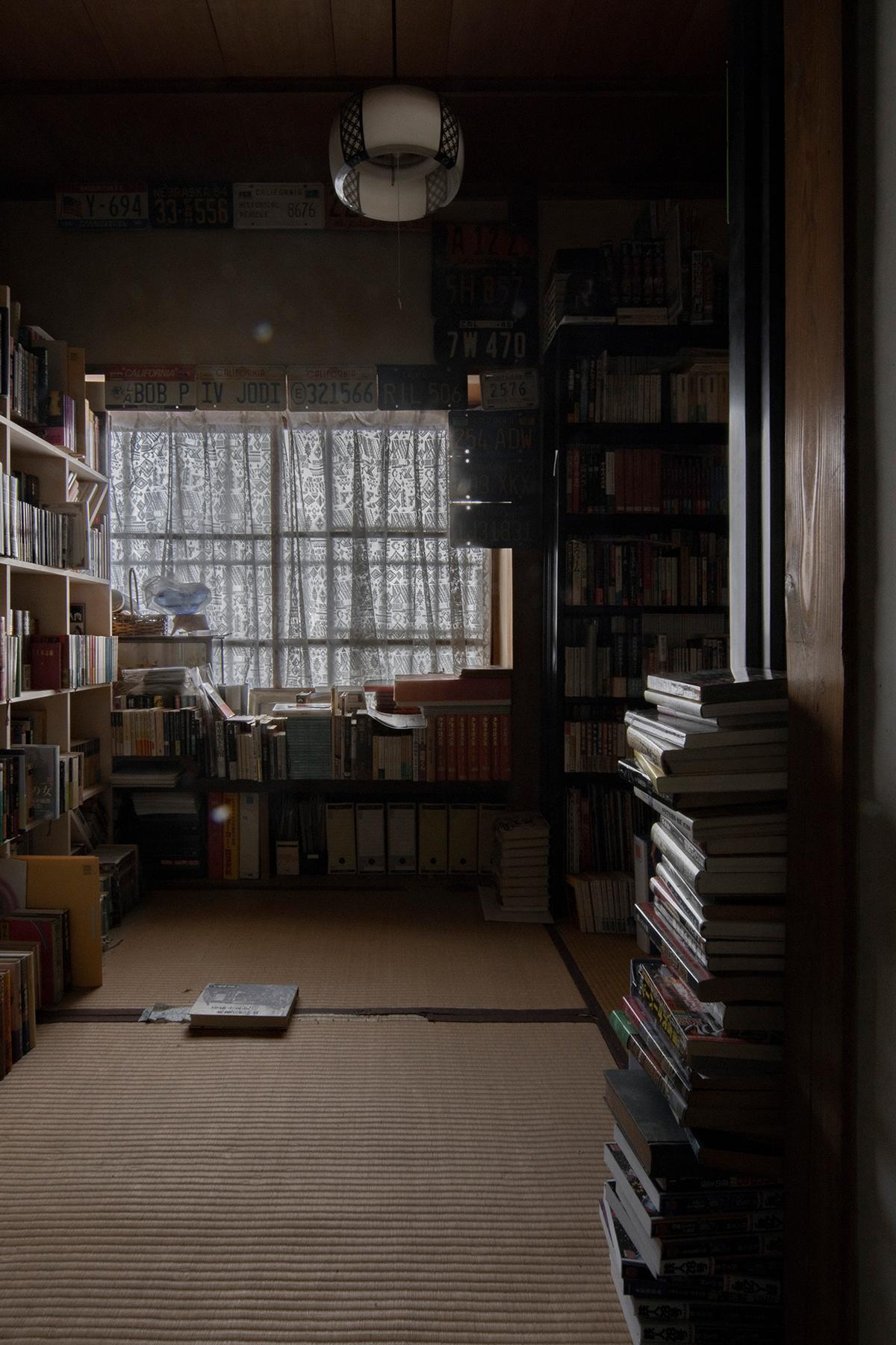 昭和の住まいの中に(その2) | 壁一面の本棚 奥行250mm / Shelf (No.83b) | マルゲリータ使用例