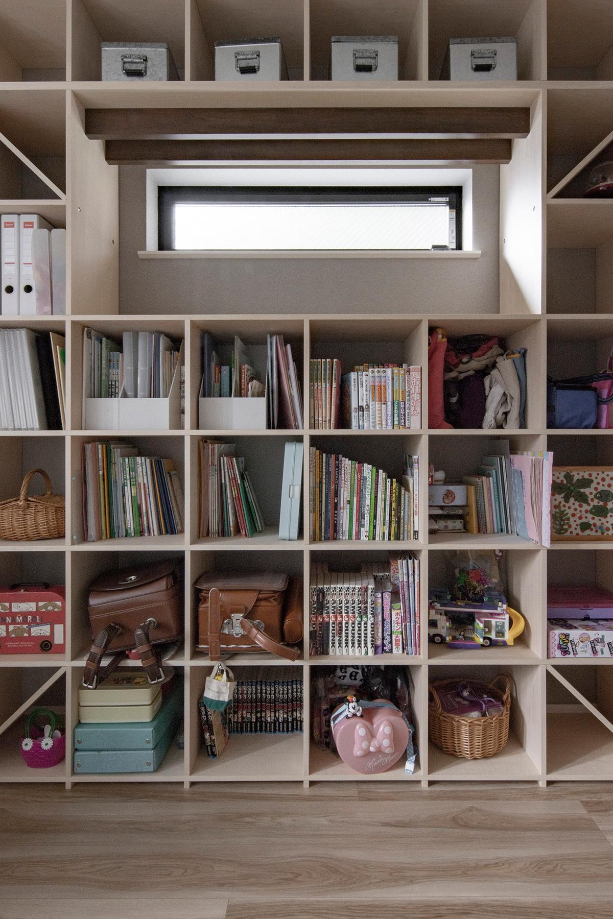 2人のお子さんの共有本棚に | 壁一面の本棚 奥行350mm / Shelf (No.122) | マルゲリータ使用例