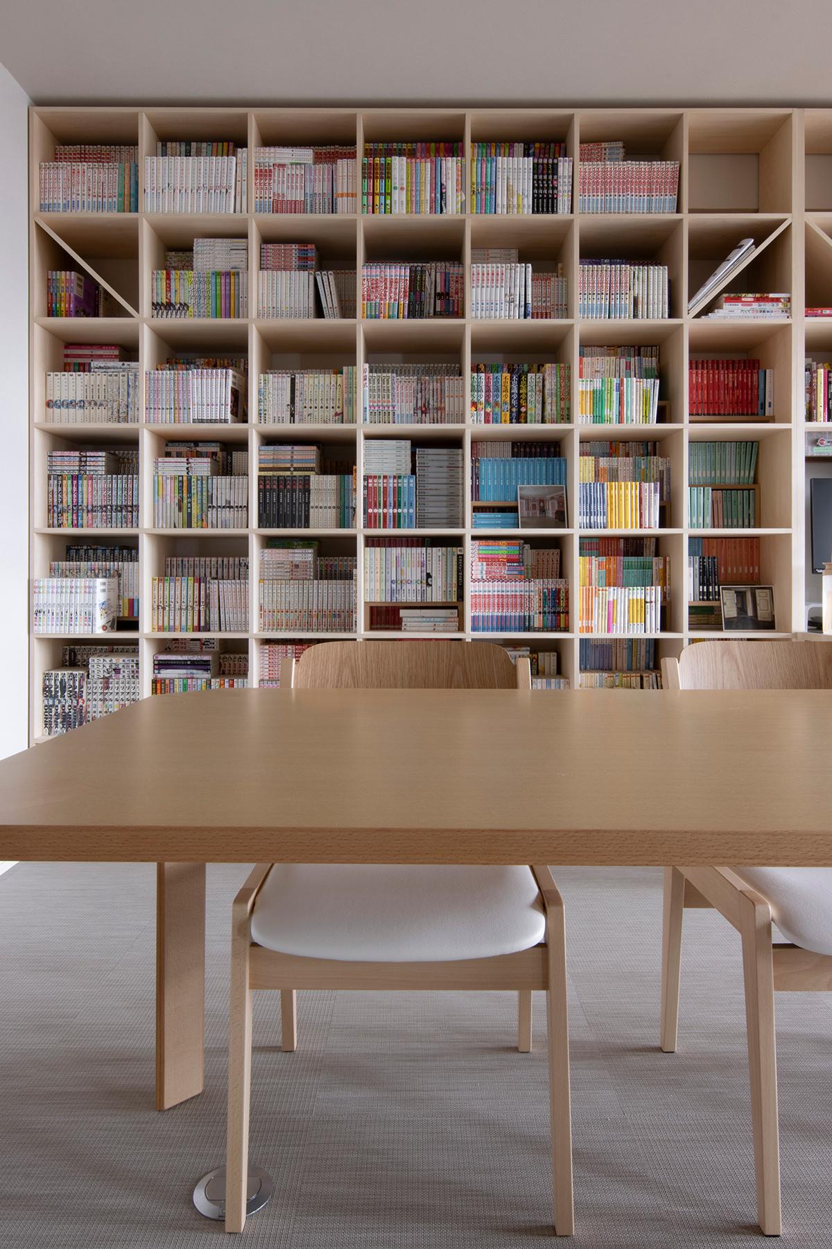 カウンター付、開口部付を織り交ぜながら広いリビングの壁一面を | 壁一面の本棚 奥行350mm / Shelf (No.125) | マルゲリータ使用例