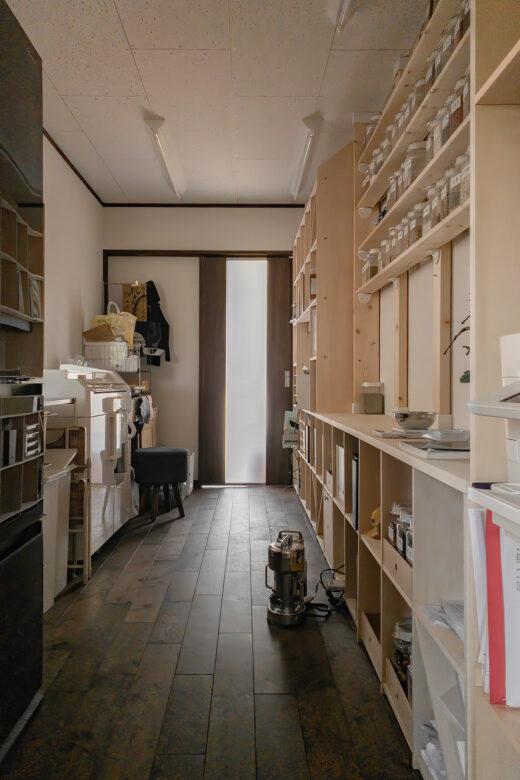 漢方薬局の調剤室に | 開口部のある本棚 / Shelf (No.17)  | マルゲリータ使用例 シンプル おしゃれ 部屋 インテリア レイアウト