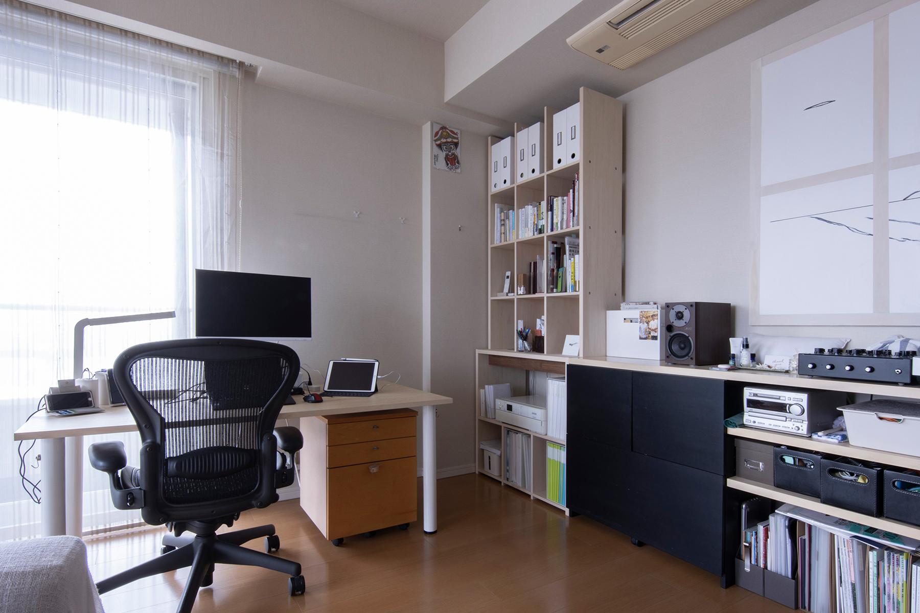 共通のエレメントで家具を足していく | 壁一面の本棚 奥行350mm / Shelf (No.123) | マルゲリータ使用例