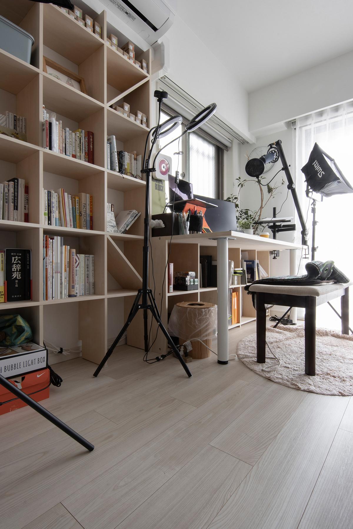 情報発信基地に | 壁一面の本棚 奥行250mm / Shelf (No.88) | マルゲリータ使用例 シンプル おしゃれ 部屋 インテリア レイアウト