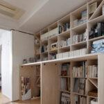 カウンター付本棚を1段高い位置に   カウンター付き本棚 / Shelf (No.40)   マルゲリータ使用例