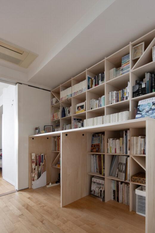 カウンター付本棚を1段高い位置に | カウンター付き本棚 / Shelf (No.40) | マルゲリータ使用例
