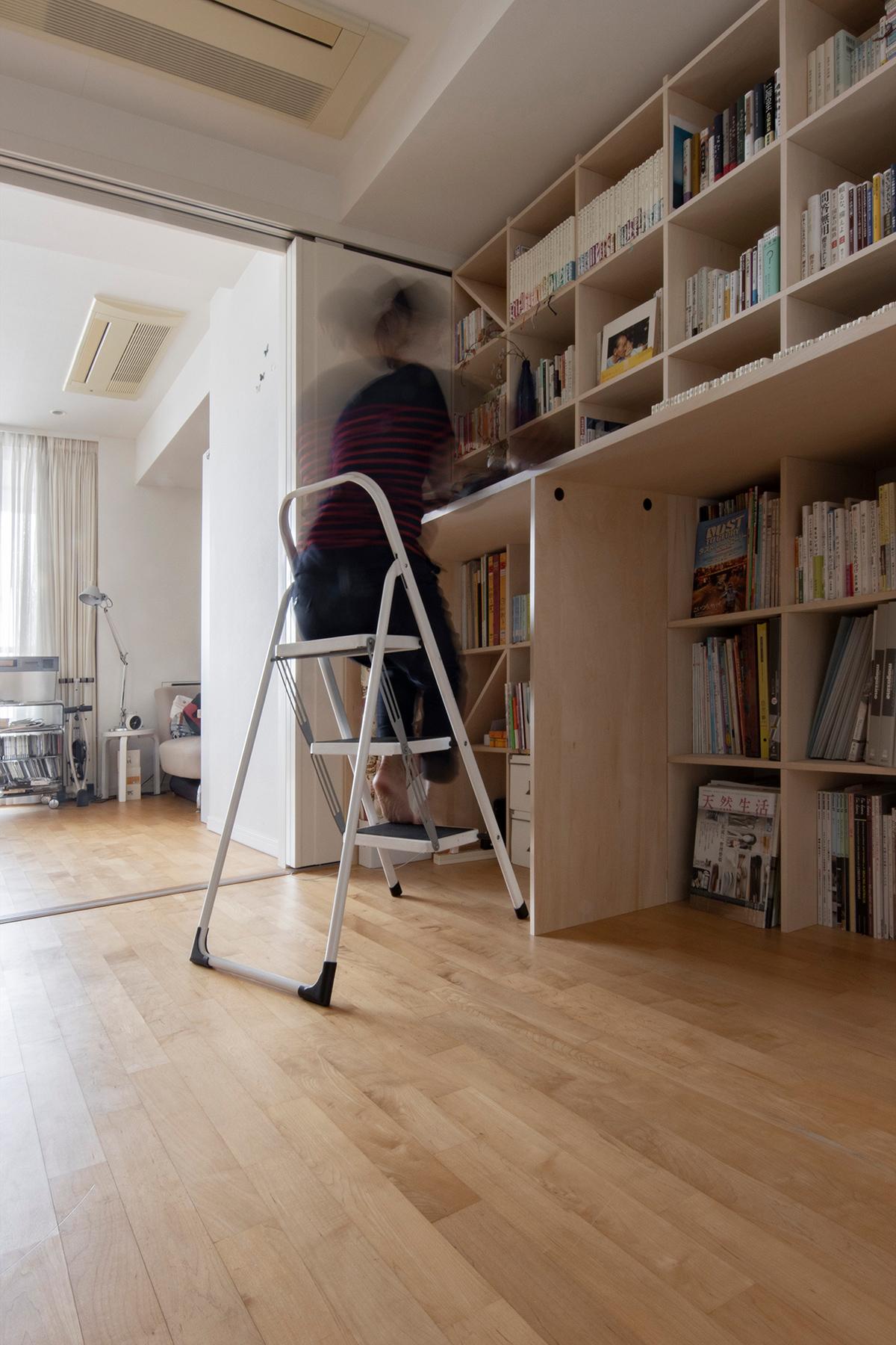 カウンター付本棚を1段高い位置に   カウンター付き本棚 / Shelf (No.40)   マルゲリータ使用例 シンプル おしゃれ 部屋 インテリア レイアウト