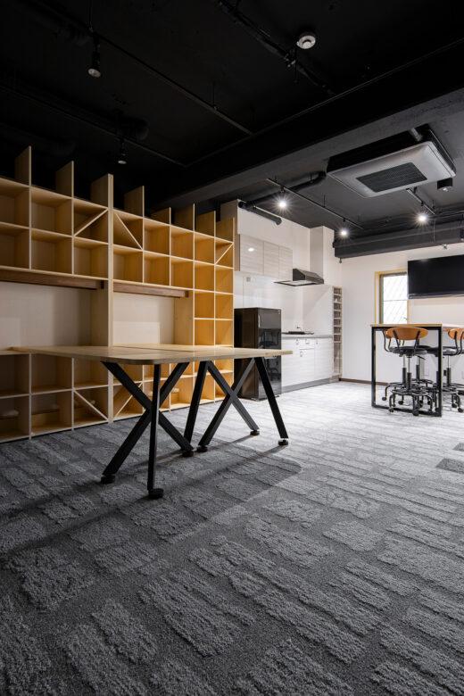 会議室の新しい形 | 開口部のある本棚 / Shelf (No.15)  | マルゲリータ使用例 シンプル おしゃれ 部屋 インテリア レイアウト