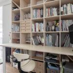 可動間仕切りで作られるリビングの一角に   デスク付き本棚 / Shelf (No.12)   マルゲリータ使用例