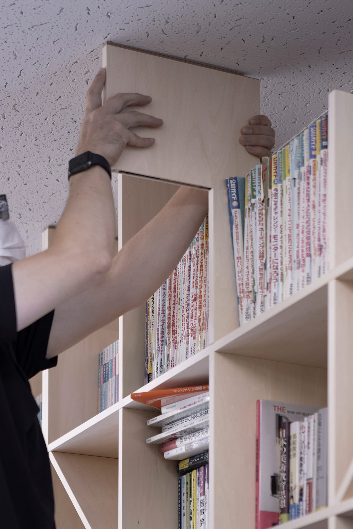 フィラー板による転倒防止 | 壁一面の本棚 奥行350mm / Shelf (No.128) | マルゲリータ使用例 シンプル おしゃれ 部屋 インテリア レイアウト