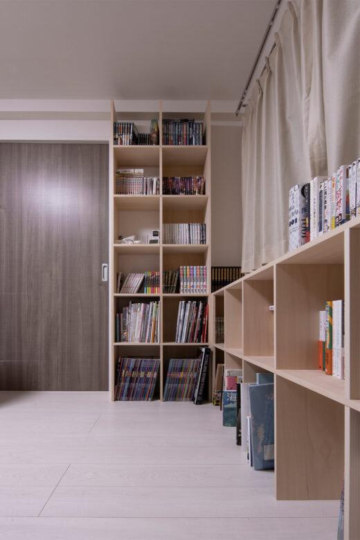 開口部を生かしつつコーナーを有効に活用 | 壁一面の本棚 奥行250mm / Shelf (No.90)  | マルゲリータ使用例 シンプル おしゃれ 部屋 インテリア レイアウト