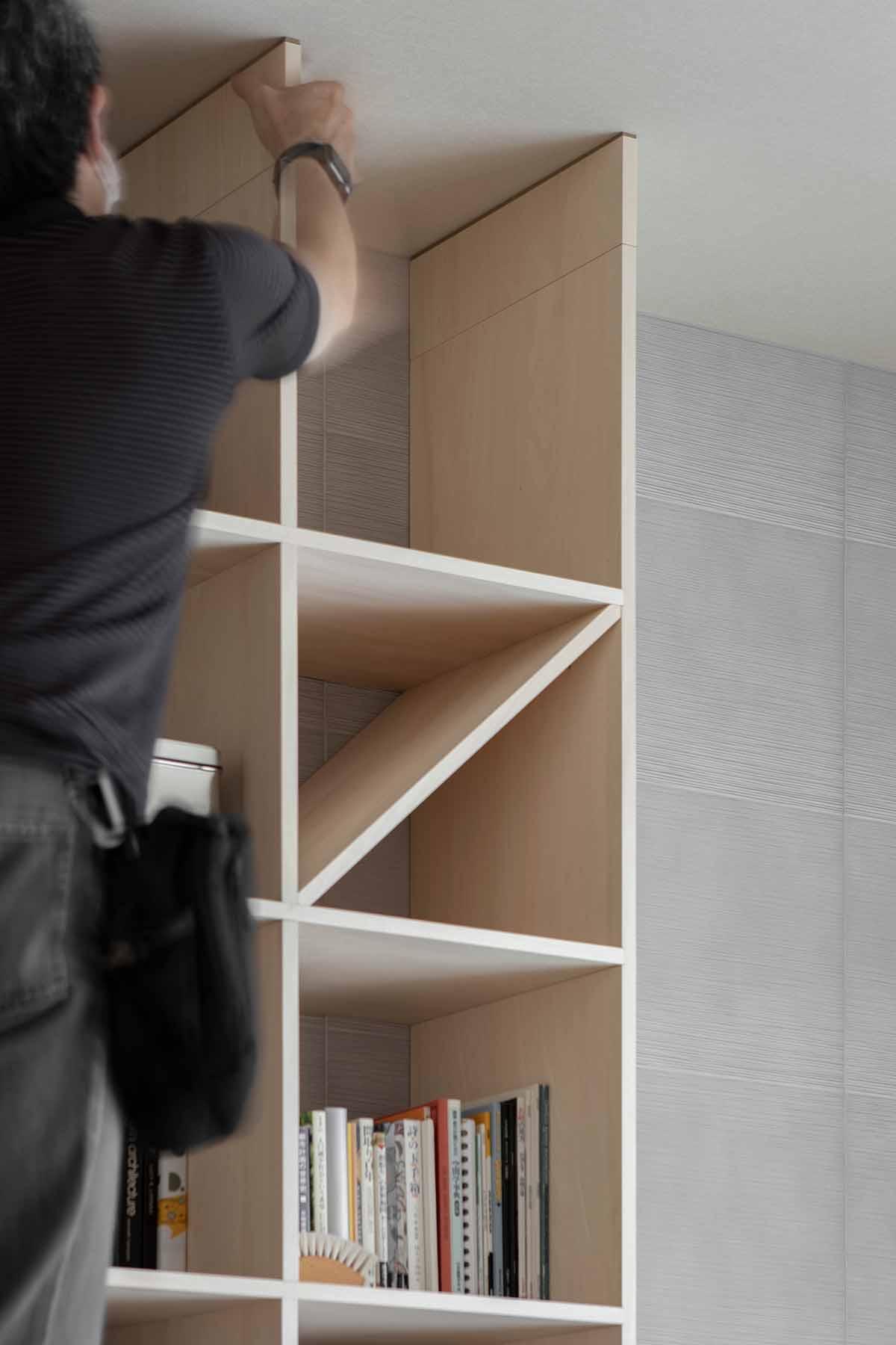 リビングの壁一面をアナログレコードで | 壁一面の本棚 奥行350mm / Shelf (No.130) | マルゲリータ使用例 シンプル おしゃれ 部屋 インテリア レイアウト