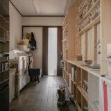 漢方薬局の調剤室に | 開口部のある本棚 / Shelf (No.17) | マルゲリータ使用例